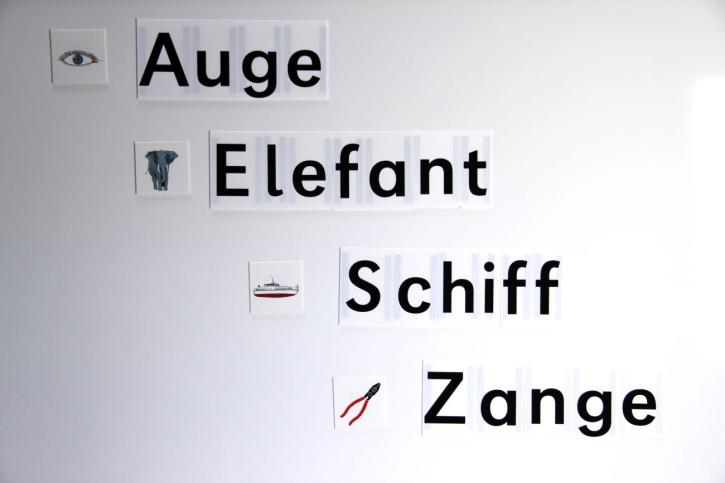 Buchstabensatz im Kunststoffkoffer, 340 Buchstaben, Druckschrift