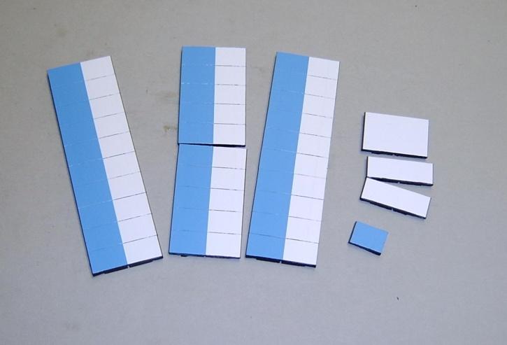 Satz Kippmagnete für Stundenplan, halb hellblau/ halb weiß