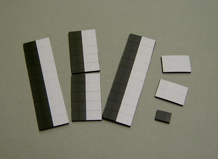 Satz Kippmagnete für Stundenplan, halb  schwarz/halb weiß