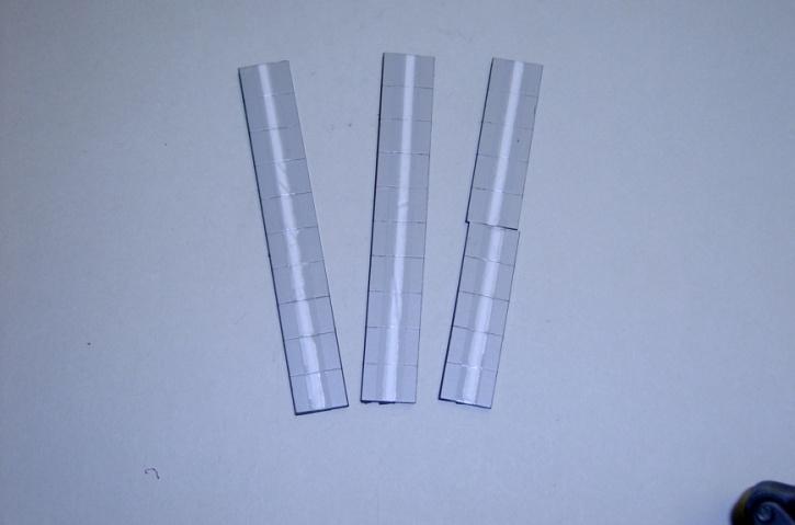 Satz Kippmagnete für Zusatzpläne, grau mit Streifen