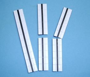 Satz Kippmagnete für Zusatzpläne, weiß mit schwarzem Streifen