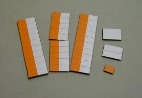 Satz Kippmagnete für Stundenplan, halb orange/ halb weiß