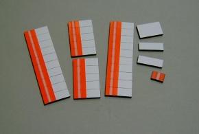 Satz Kippmagnete für Stundenplan, signalrot mit Streifen / weiß